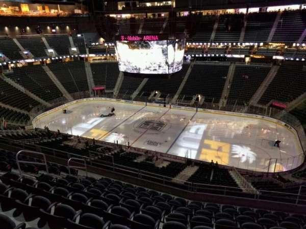 T-Mobile Arena, secção: 207, fila: j, lugar: 11