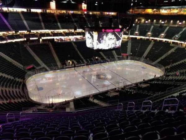 T-Mobile Arena, secção: 220, fila: p, lugar: 9