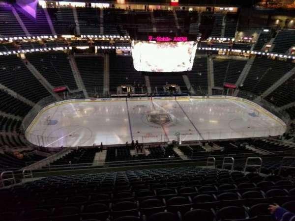 T-Mobile Arena, secção: 222, fila: p, lugar: 9