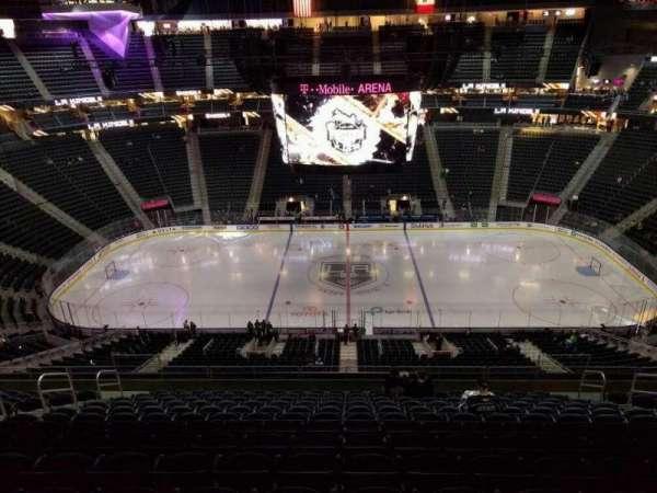 T-Mobile Arena, secção: 223, fila: n, lugar: 11
