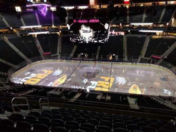 T-Mobile Arena, secção: 224, fila: j, lugar: 8