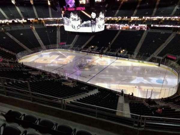 T-Mobile Arena, secção: 226, fila: d, lugar: 7