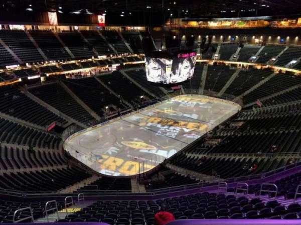 T-Mobile Arena, secção: 218, fila: wc