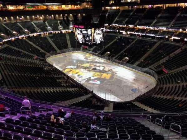 T-Mobile Arena, secção: 210, fila: wc