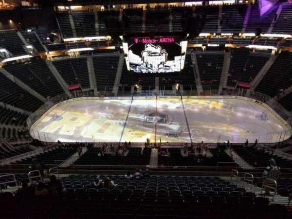 T-Mobile Arena, secção: 206, fila: wc