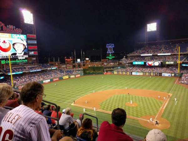 Citizens Bank Park, secção: 323, fila: 6, lugar: 8