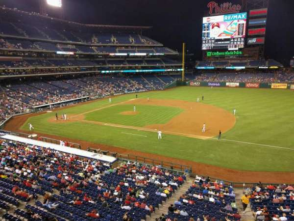 Citizens Bank Park, secção: 213, fila: 1, lugar: 2