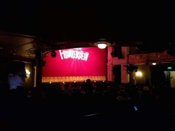 Garrick Theatre, secção: stalls, fila: o, lugar: 24