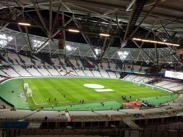 London Stadium, secção: 203, fila: 63, lugar: 575