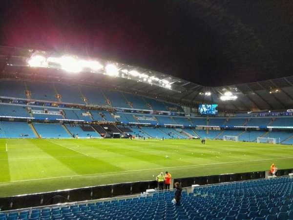 Etihad Stadium (Manchester), secção: 109, fila: t, lugar: 214