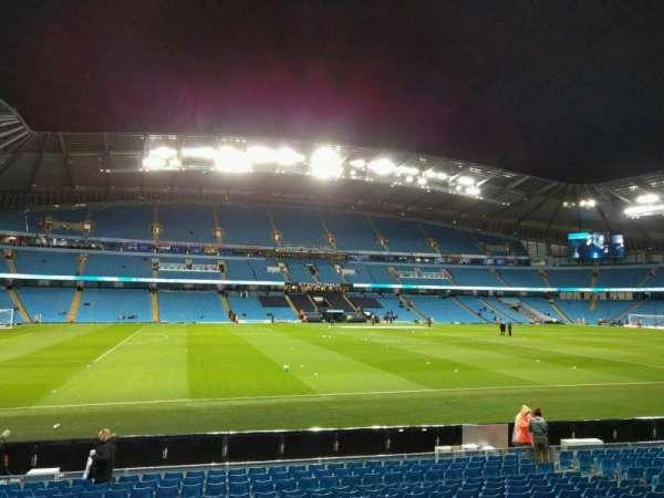 Etihad Stadium (Manchester), secção: 107, fila: r, lugar: 177