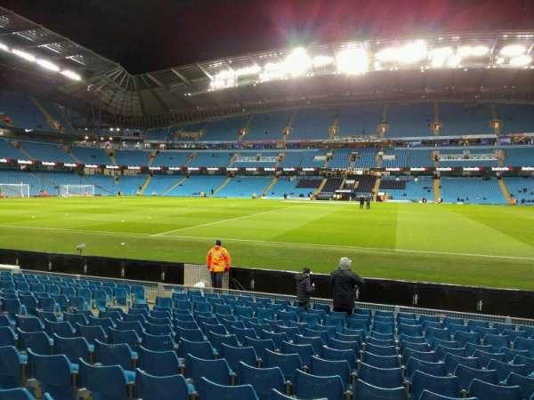 Etihad Stadium (Manchester), secção: 104, fila: l, lugar: 81
