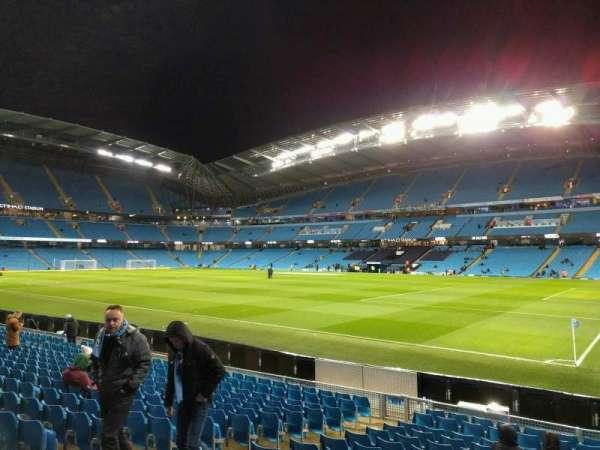 Etihad Stadium (Manchester), secção: 142, fila: n, lugar: 1194