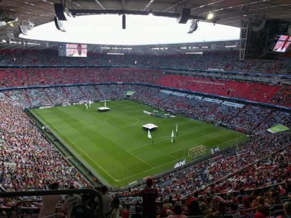 Allianz Arena, secção: 335, fila: 13, lugar: 13