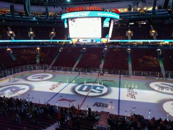 Rogers Arena, secção: 322, fila: 1, lugar: 107