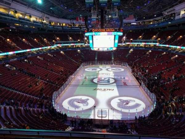 Rogers Arena, secção: 330, fila: 7, lugar: 106