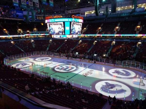 Rogers Arena, secção: 305, fila: 3, lugar: 107