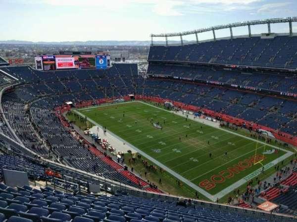 Empower Field at Mile High Stadium, secção: 527, fila: 18, lugar: 12