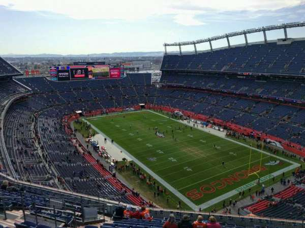 Empower Field at Mile High Stadium, secção: 526, fila: 16, lugar: 15