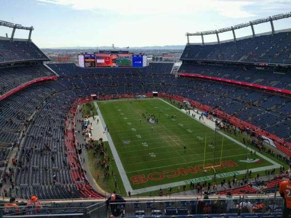 Empower Field at Mile High Stadium, secção: 524, fila: 11, lugar: 10