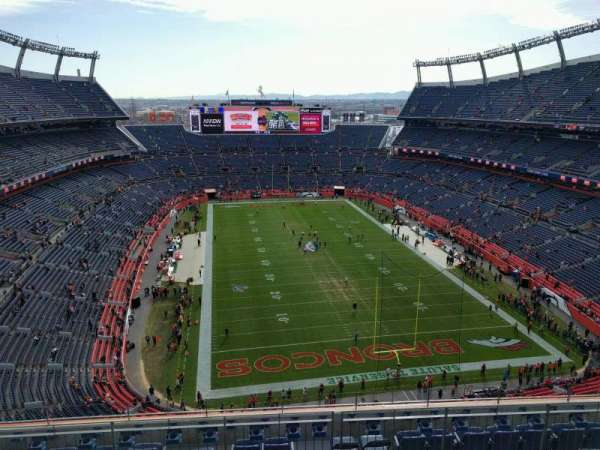 Empower Field at Mile High Stadium, secção: 523, fila: 9, lugar: 10