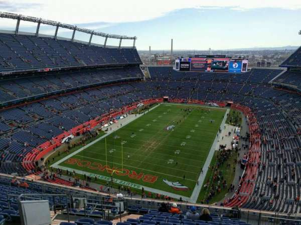 Empower Field at Mile High Stadium, secção: 518, fila: 16, lugar: 19