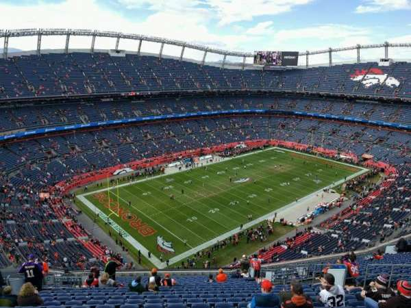 Empower Field at Mile High Stadium, secção: 641, fila: 22, lugar: 15