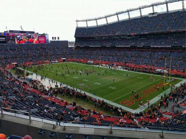 Empower Field at Mile High Stadium, secção: 329, fila: 5, lugar: 9