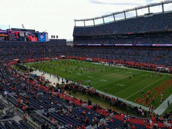 Empower Field at Mile High Stadium, secção: 330, fila: 1, lugar: 7