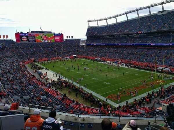 Empower Field at Mile High Stadium, secção: 328, fila: 6, lugar: 9