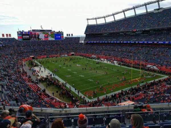 Empower Field at Mile High Stadium, secção: 327, fila: 9, lugar: 9