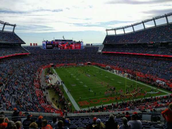 Empower Field at Mile High Stadium, secção: 326, fila: 17, lugar: 13