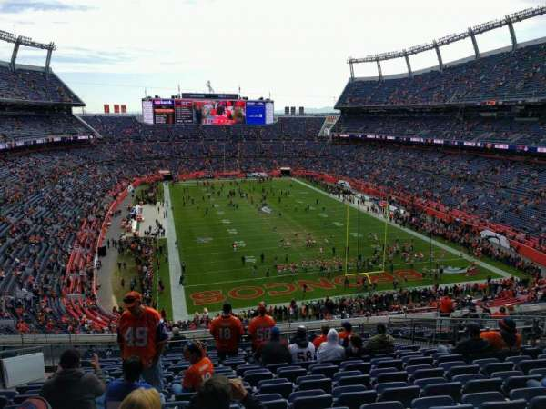 Empower Field at Mile High Stadium, secção: 326, fila: 16, lugar: 15