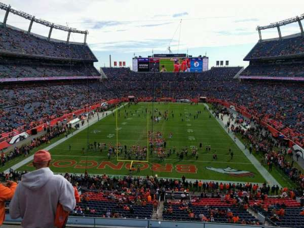 Empower Field at Mile High Stadium, secção: 323, fila: 4, lugar: 19