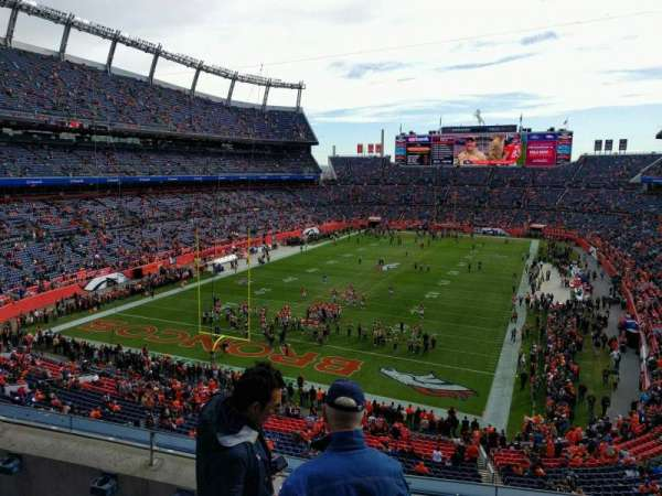 Empower Field at Mile High Stadium, secção: 321, fila: 4, lugar: 3