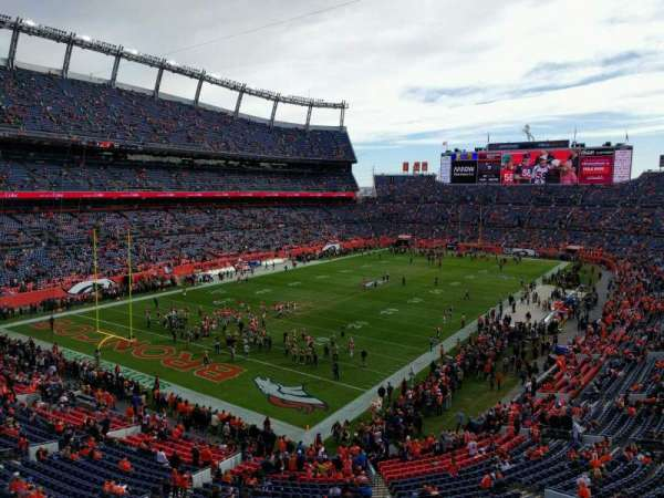 Empower Field at Mile High Stadium, secção: 319, fila: 1, lugar: 6