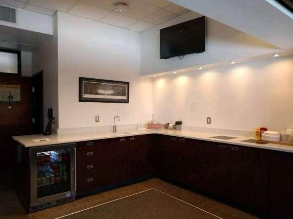 Bridgestone Arena, secção: suite 34