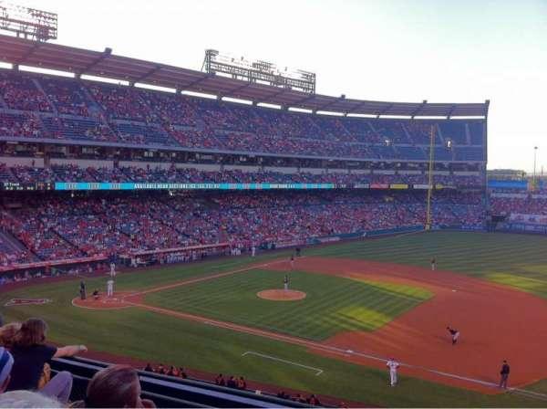 Angel Stadium, secção: 337, fila: D, lugar: 9