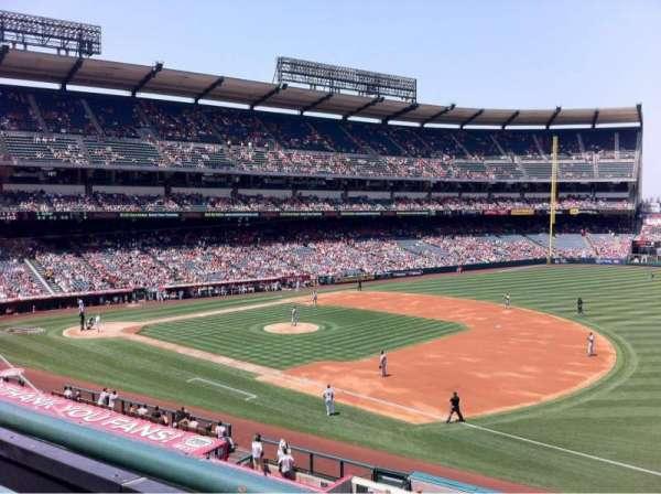 Angel Stadium, secção: C339, fila: A, lugar: 10