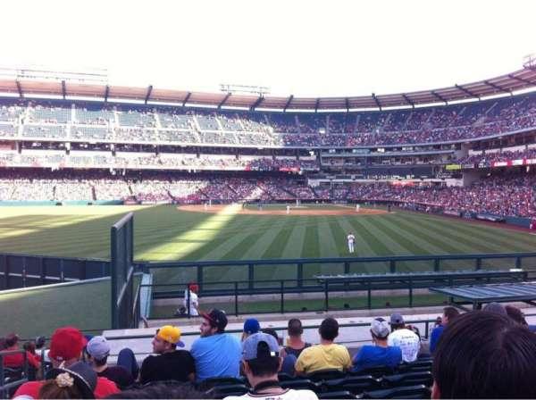 Angel Stadium, secção: 258, fila: P, lugar: 2