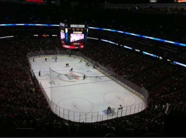 Honda Center, secção: 403, fila: N, lugar: 11