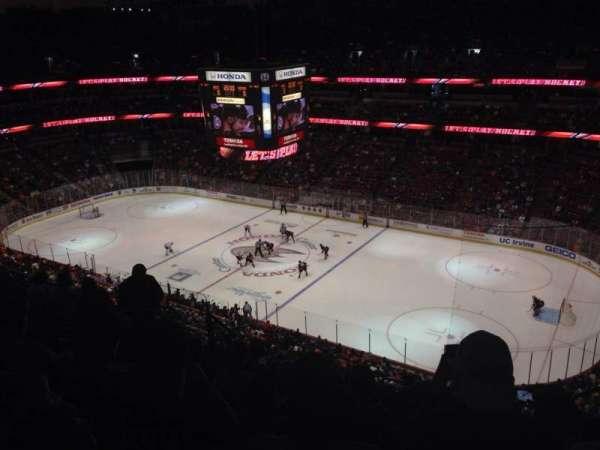 Honda Center, secção: 408, fila: L, lugar: 4