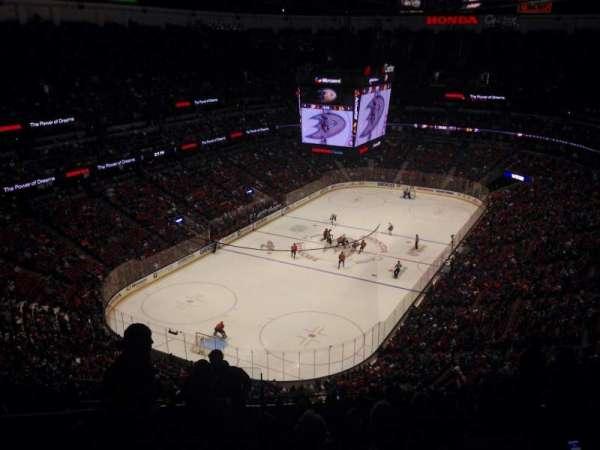 Honda Center, secção: 141, fila: R, lugar: 13