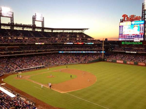 Citizens Bank Park, secção: 310, fila: 4, lugar: 10