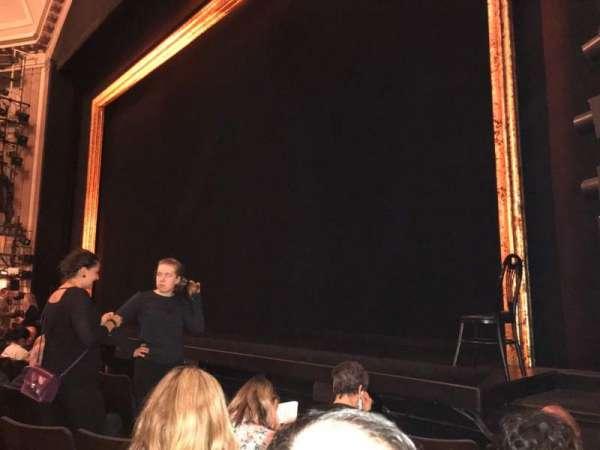 Ambassador Theatre, secção: Orch R, fila: D, lugar: 16