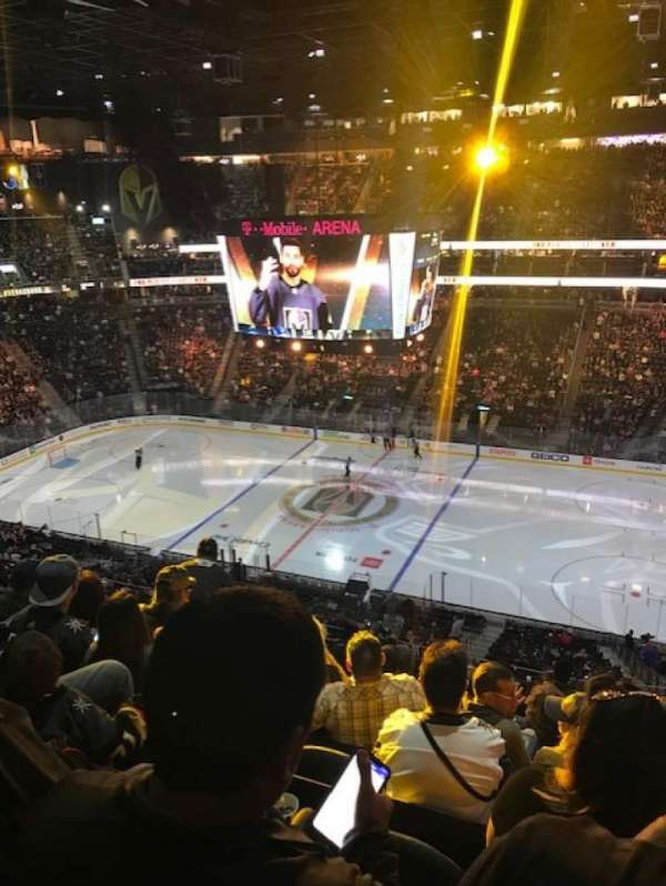 T-Mobile Arena, secção: 207, fila: J, lugar: 7