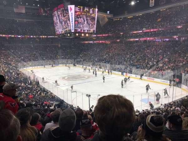 T-Mobile Arena, secção: 19, fila: W, lugar: 9