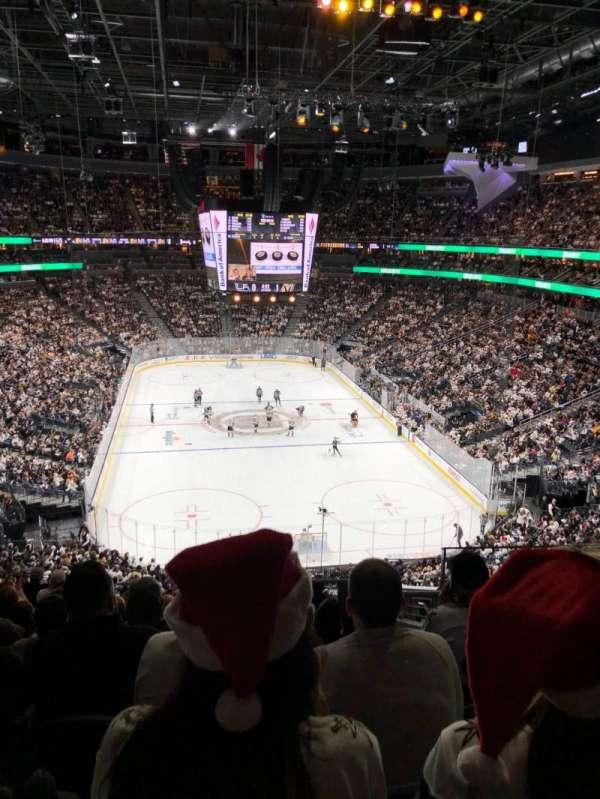 T-Mobile Arena, secção: 120, fila: L, lugar: 13