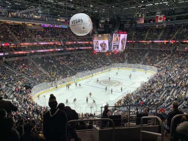 T-Mobile Arena, secção: 104, fila: K, lugar: 15