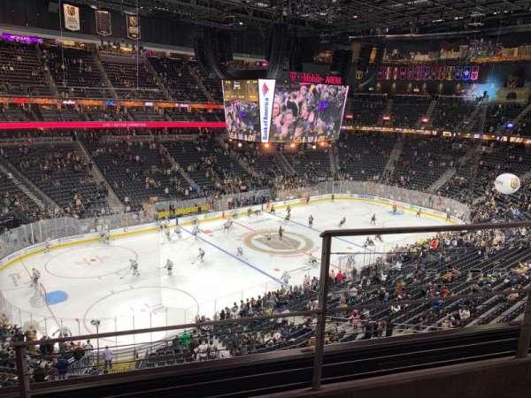 T-Mobile Arena, secção: 219, fila: B, lugar: 15